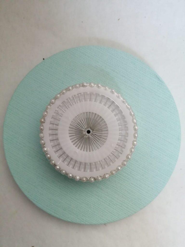 Ac cu perle albe 8x3cm -