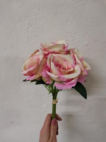 Buchet trandafiri 7 fire 30cm -