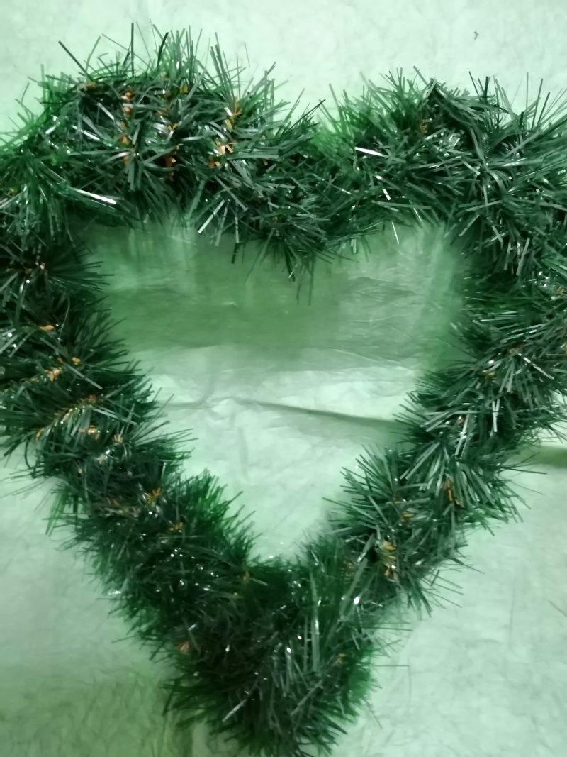 Brad artificial forma inima