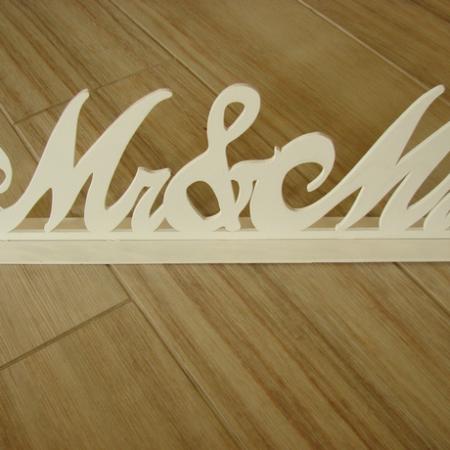 "Ornament din lemn alb ""Mr&Mrs"" 47x16cm"