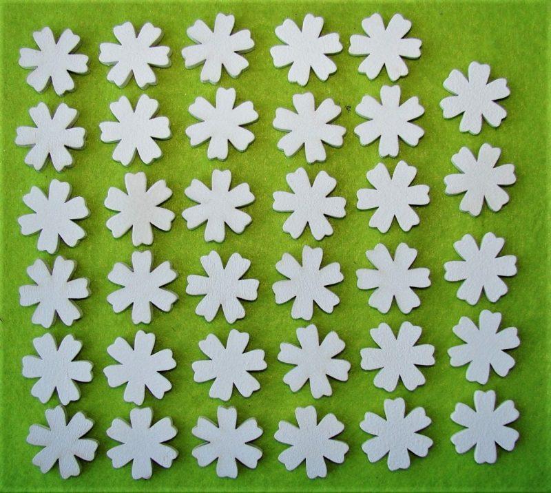 Floricele albe din lemn 35 buc