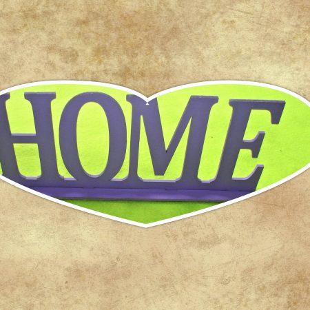 "Decoratiune din lemn   ""HOME"" 25×10 cm"