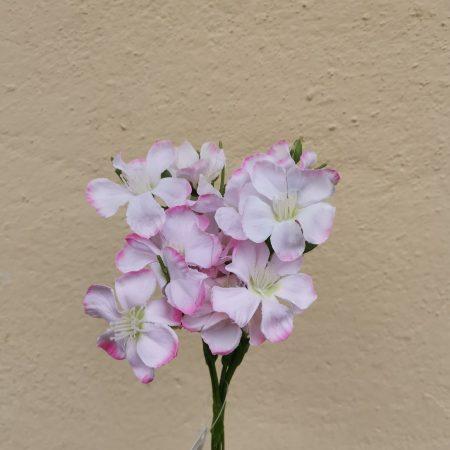 Flori la fir artificiale
