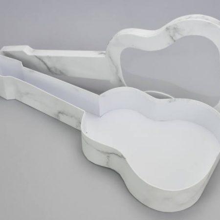 Cutie in forma de chitara